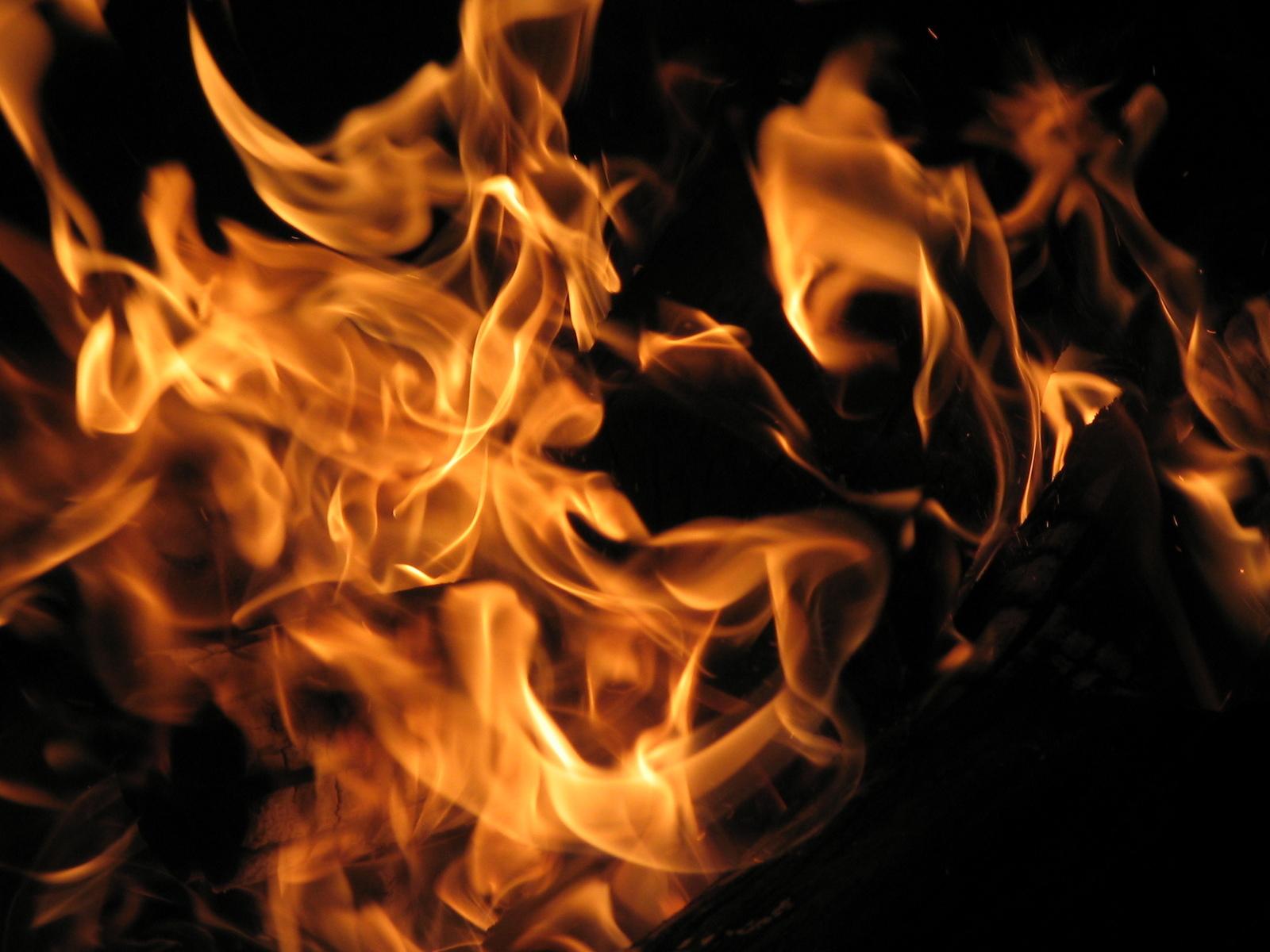fire-1399126-1600x1200